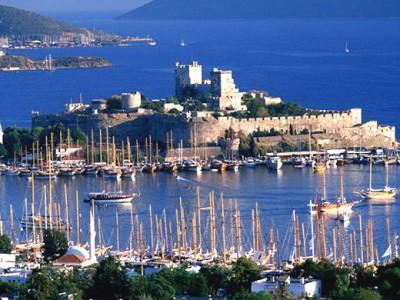 A itinerario de cruceros en la goleta costa mediterranea de Bodrum, Turquia